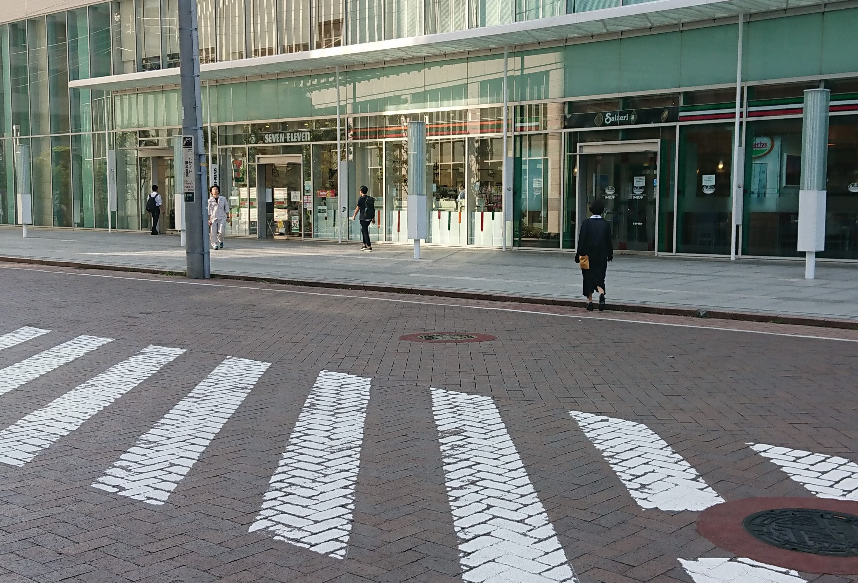 横断歩道を超える